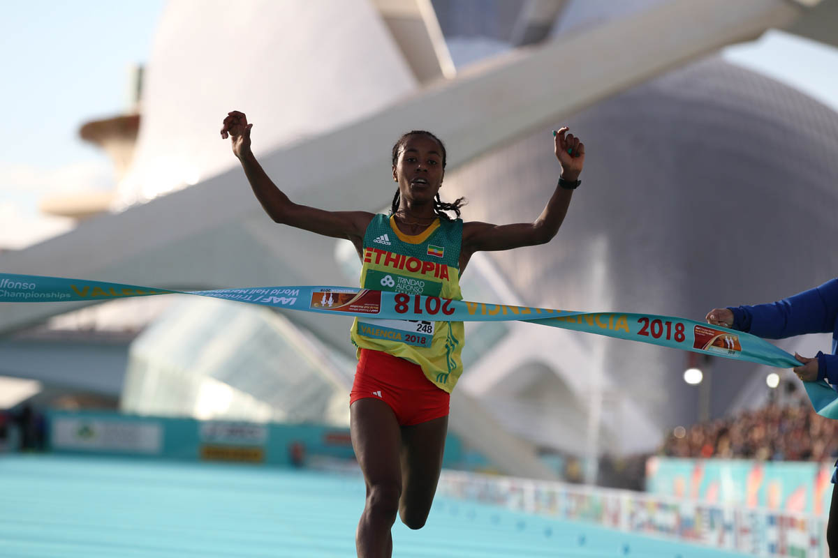 Le record du monde du semi-marathon féminin est tombé à 1h06'11''